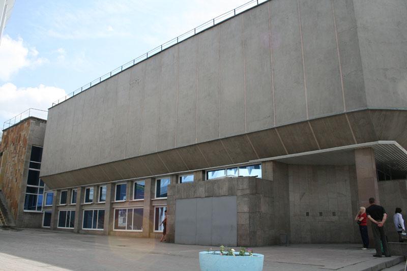 Как добраться м. Речной вокзал выход из последнего вагона.  Автобусная остановка в центре.  Май 3, 2013.